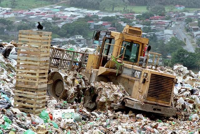 landfill-1543880-639x428