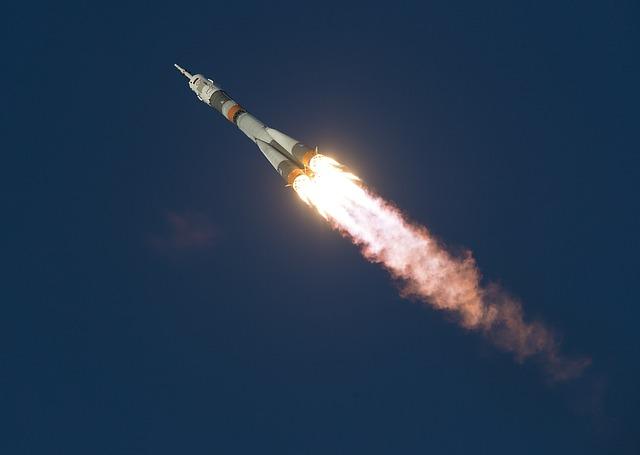 soyuz-launch-1099402_640