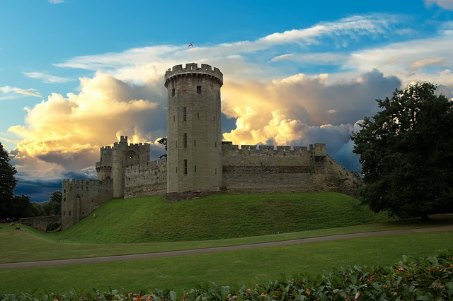 warwick-castle-2484196_640.jpg