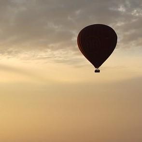 hot-air-balloon-ride-1029303_640 (2)