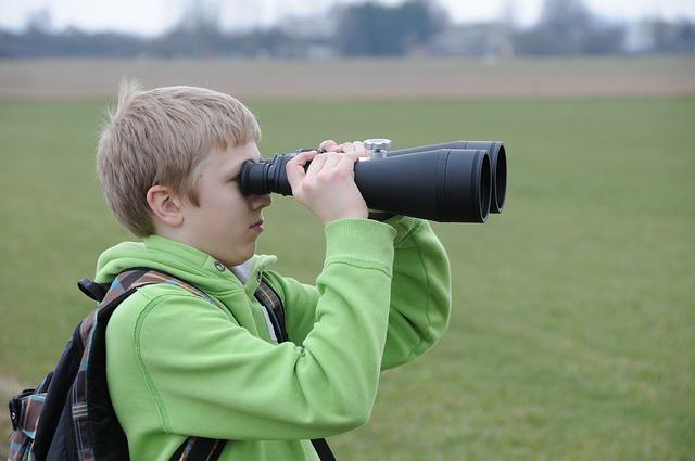 binoculars-485855_640.jpg