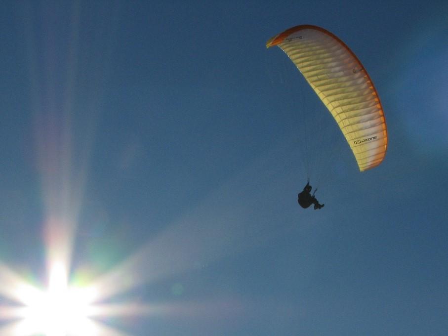 paragliding-225621_1280 (2)