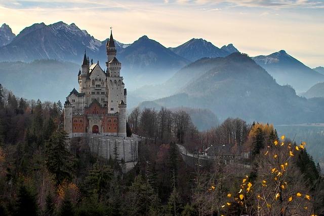 castle-2602220_640