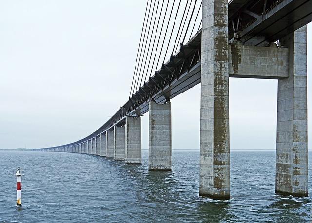 oresund-bridge-2417480_640.jpg