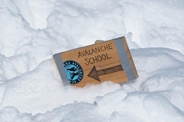 avalanche-429643_640.jpg