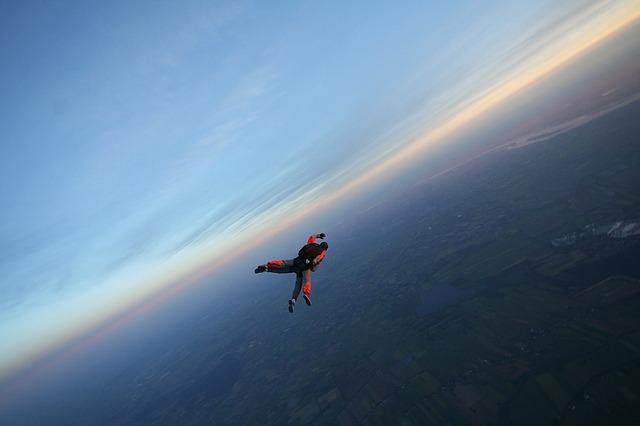 skydive-1468428_640.jpg