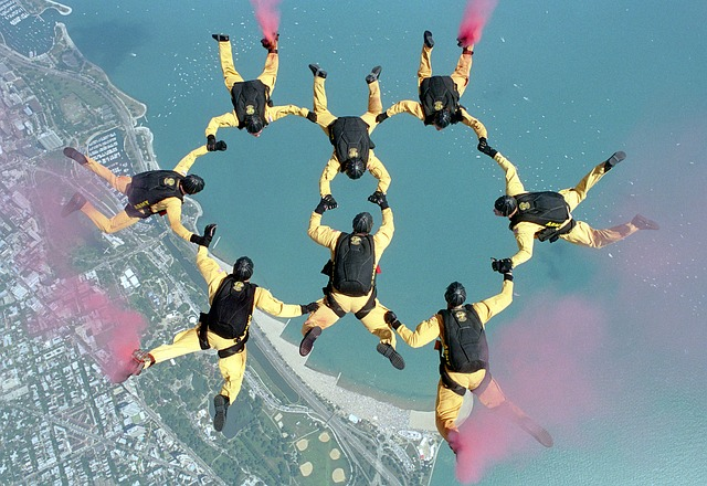 skydiving-658404_640.jpg