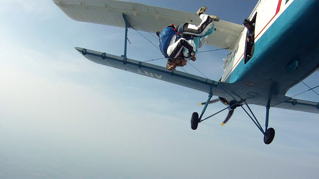 tandem-skydiving-102198_640.jpg
