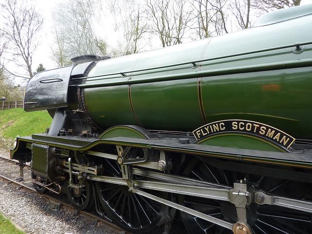 train-2209440_640.jpg