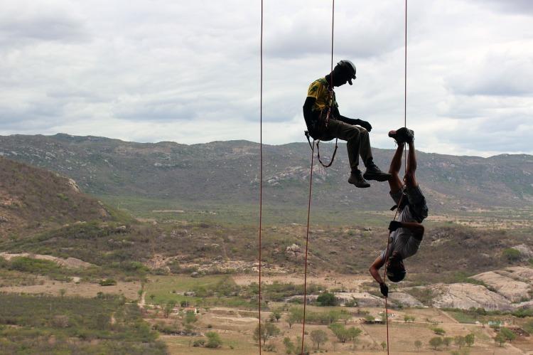 climb-2282279_1280.jpg