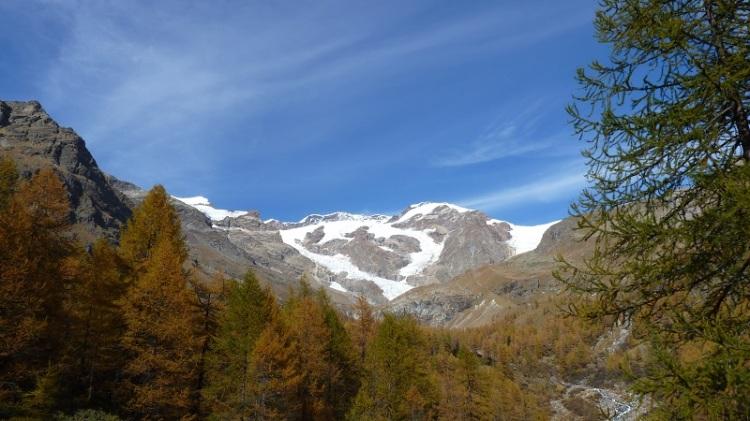 Monte_Rosa_from_Alpenzu