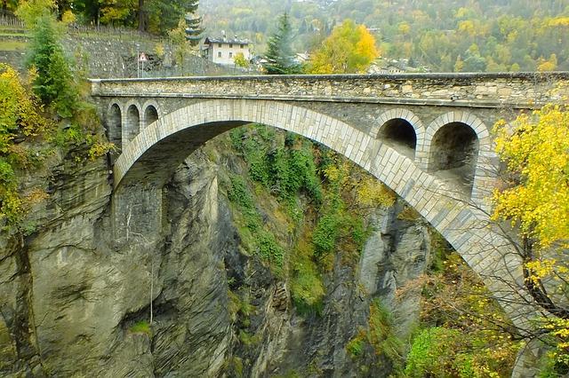 ponte-di-introd-199950_640