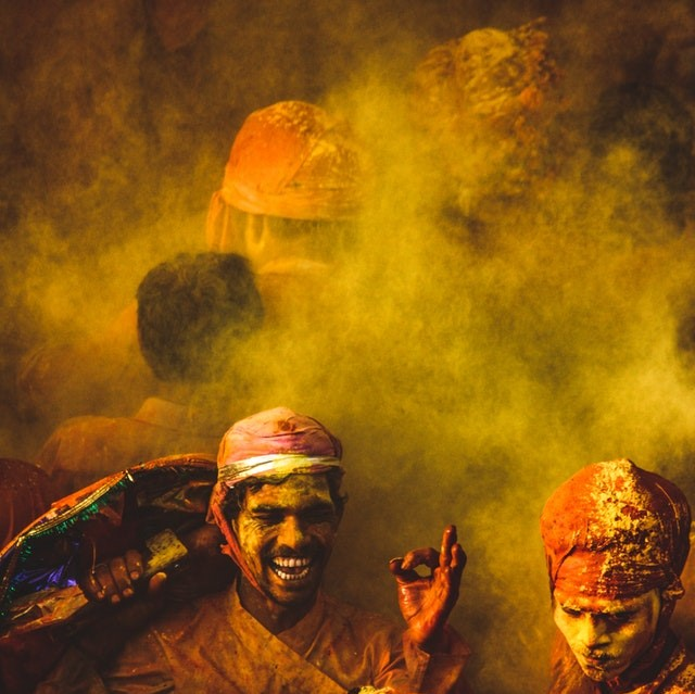 people-covered-in-colored-powder-3367459 (1)