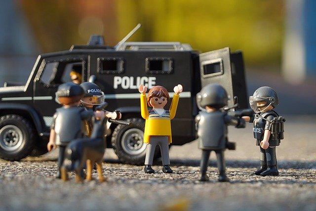 police-1073901_640