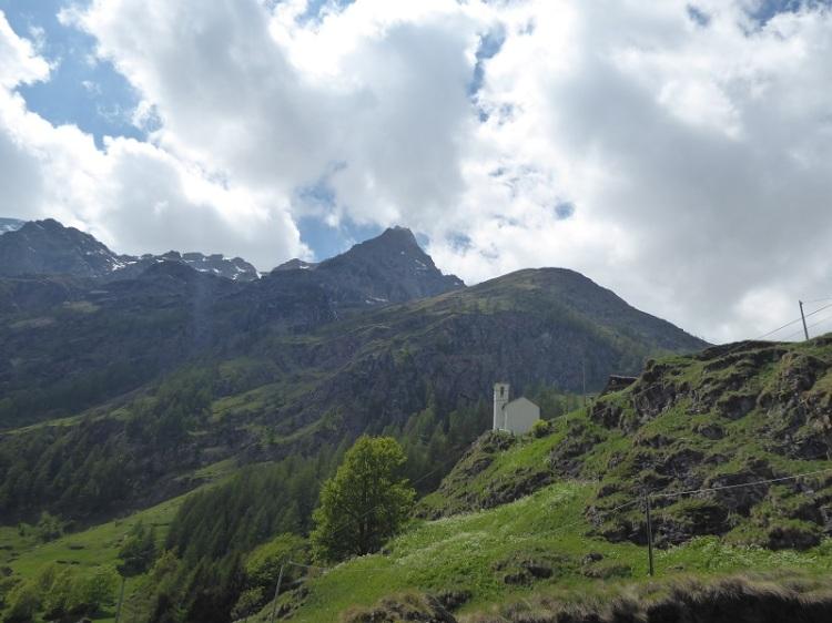 chapel_mountain_behind