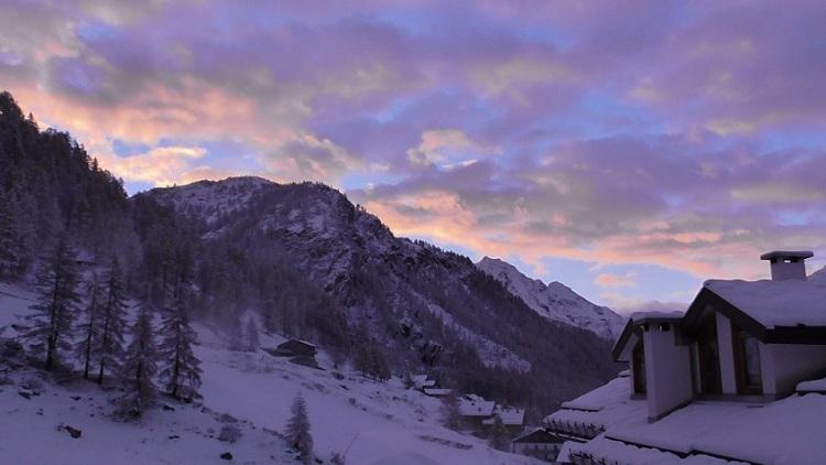 Snowy_mountain_village