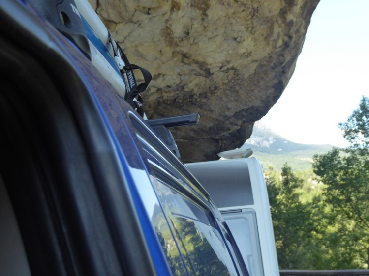 Driving_Gorges_du_verdon_with_Caravan
