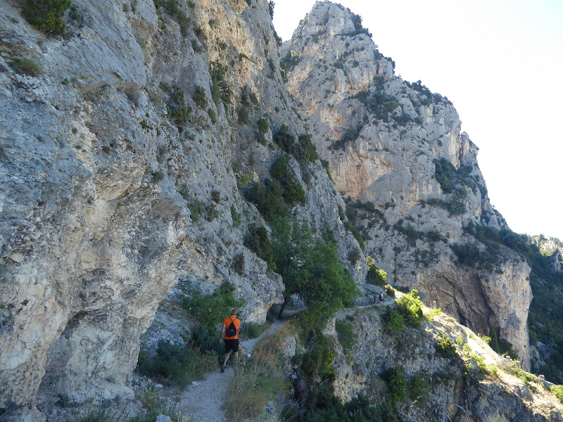 Hike_to_Chapel_Moustiers_st_marie