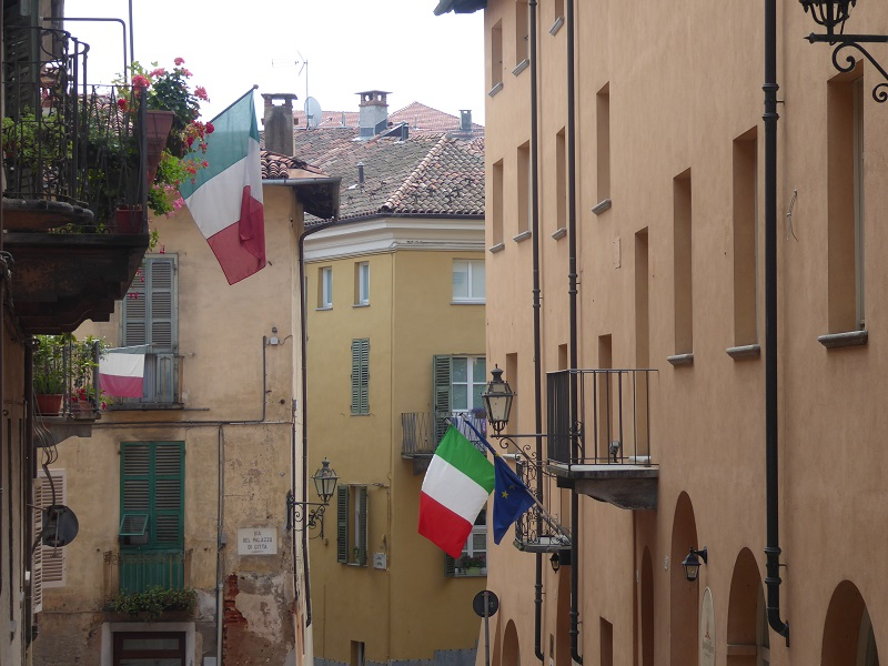 Saluzzo_street_with_Italian_Flags