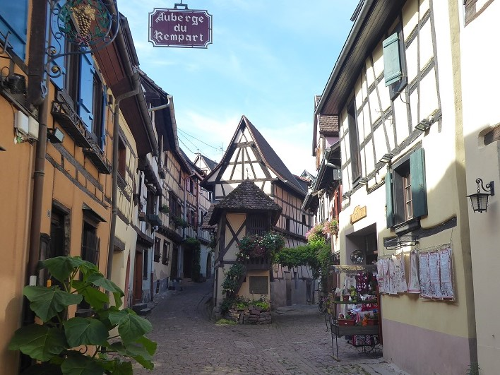 Eguisheim_postcard_shot